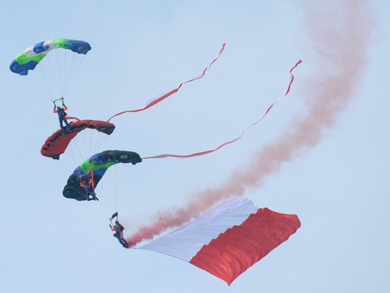 Air Show w Radomiu. 76 samolotów i śmigłowców na podniebnych pokazach