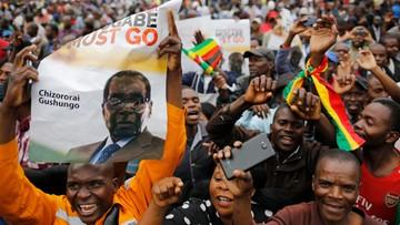 """18-11-2017 11:33 Tysiące demonstrantów domagają się odejścia prezydenta Mugabe. """"To jak Święta Bożego Narodzenia"""""""