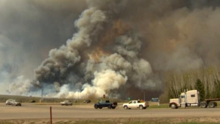 Olbrzymi pożar lasów w kanadyjskiej prowincji Alberta. Wielotysięczna ewakuacja mieszkańców