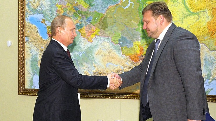 Rosja: zatrzymany gubernator. Na zdjęciu widać jak bierze 400 tys. euro łapówki