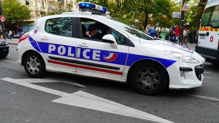 Francja: 6 osób rannych po ostrzelaniu autokaru