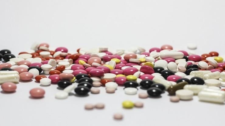 """""""DGP"""": trujemy się fałszywymi lekarstwami. Połowa leków z internetu - podrobiona"""