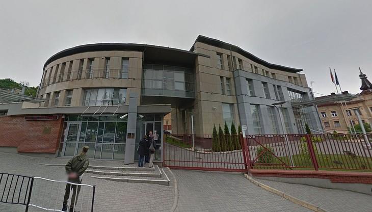 Nieznani sprawcy oblali czerwoną farbą siedzibę polskiego konsulatu we Lwowie