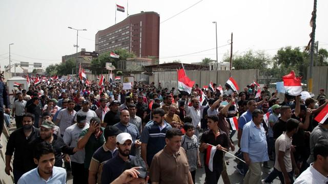 Irak: setki zwolenników reform wdarły się do Zielonej Strefy w Bagdadzie