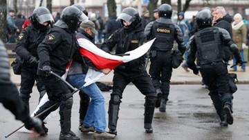 Białoruś: skazany na areszt dziennikarz Biełsatu prowadzi głodówkę