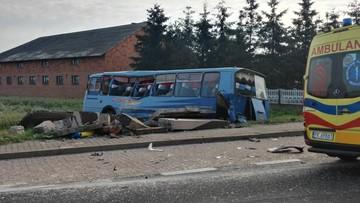Dziesięć osób rannych, w tym dwie ciężko, w zderzeniu autobusu z ciężarówką w Wielkopolsce