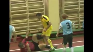 2015-11-05 Futsalista bokserem? Znokautował sędziego ciosem w twarz! (WIDEO)