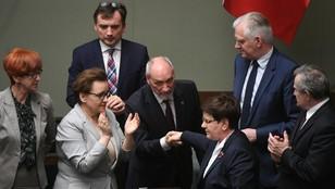 Macierewicz zostaje. Sejm odrzucił wniosek o odwołanie szefa MON