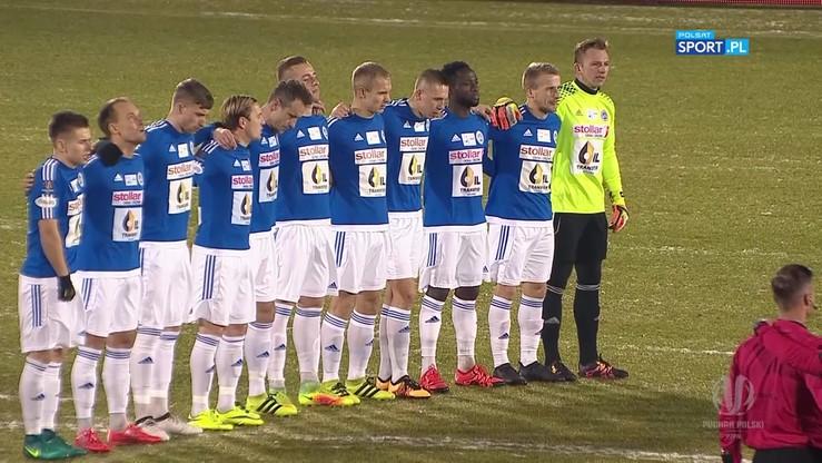 2016-11-30 Piłkarze Wigier Suwałki i GKS-u Jastrzębie uczcili pamięć ofiar katastrofy w Kolumbii