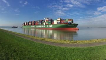 Jeden z największych portów w Europie zablokowany przez kontenerowiec