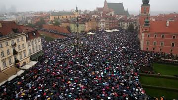 """04-10-2016 14:10 Policja: ok. 98 tys. osób uczestniczyło w 143 """"czarnych protestach"""""""