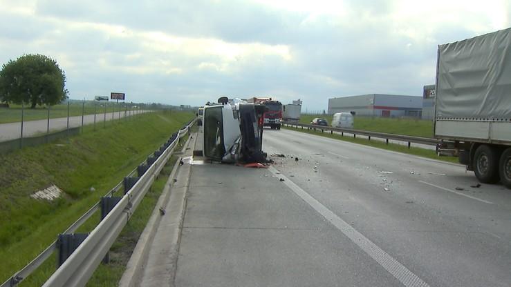 Piotrków: groźny wypadek na S8. Zderzyły się trzy auta
