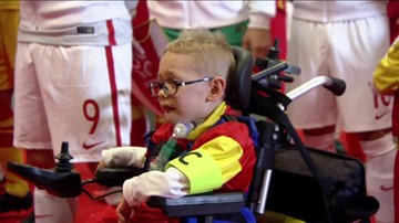 Lewandowski przekazał opaskę kapitańską niepełnosprawnemu Frankowi. Piękny gest
