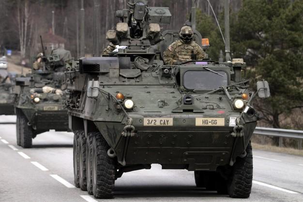 Amerykańskie konwoje wojskowe jadą przez Polskę