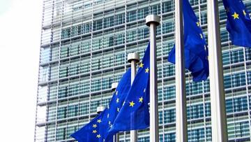 10-11-2015 05:27 Protest przeciwko umowie handlowej UE z USA poparło już 3,3 mln Europejczyków