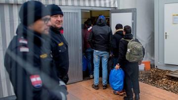 """15-01-2016 11:11 Austria kończy z """"kulturą otwartych ramion"""". Zawróci część imigrantów"""