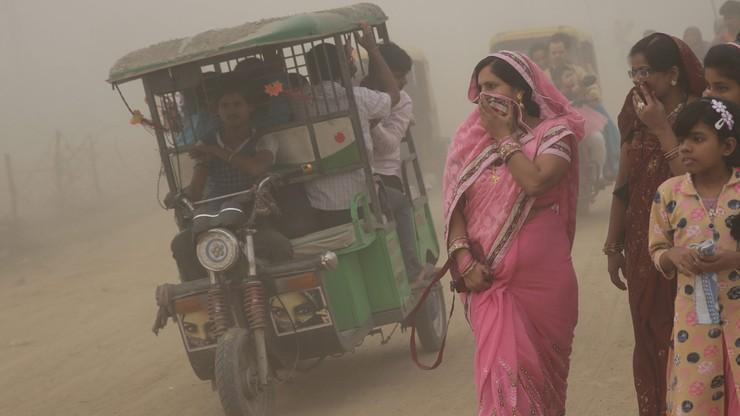 New Delhi w gęstej mgle. Zanieczyszczenie powietrza dawno przekroczyło stan kryzysowy