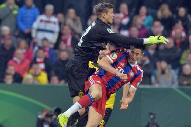 Lewandowski po raz pierwszy trenował w masce ochronnej