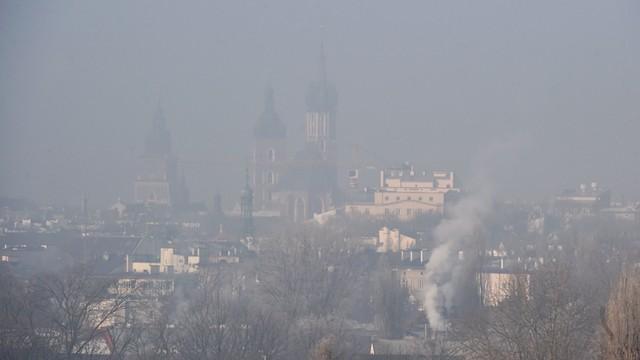Kraków: zły stan powietrza, bezpłatna komunikacja publiczna