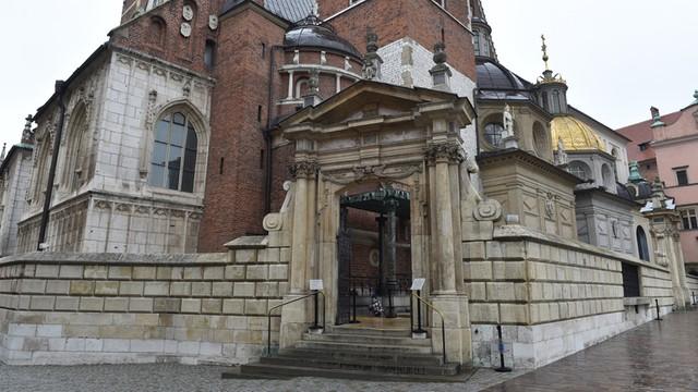 W ekshumacji na Wawelu weźmie udział przedstawiciel podkomisji smoleńskiej