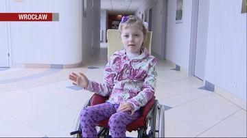 W jej głowę wbiły się widły, dawali jej 1 proc. szans na przeżycie. 7-latkę wybudzono ze śpiączki