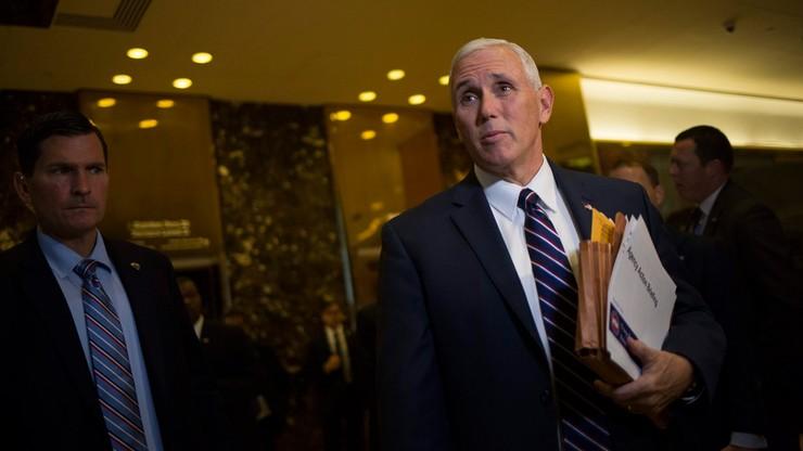 """Aktorzy """"dręczyli"""" przyszłego wiceprezydenta. Trump: przeproście"""