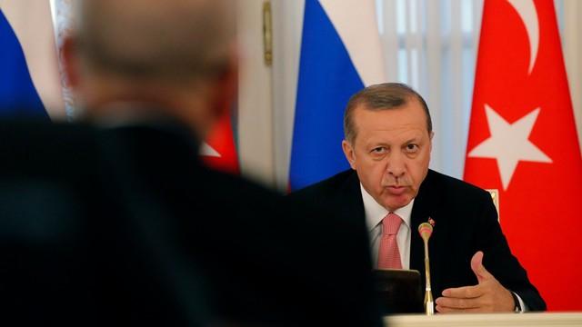 Turcja: ponad 27 tys. nauczycieli zwolnionych z pracy po puczu