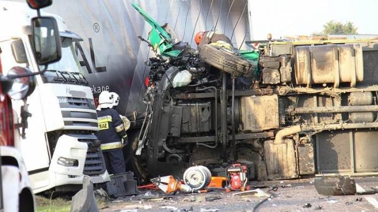 Wypadek busa i dwóch tirów. Trzech kierowców trafiło do szpitala