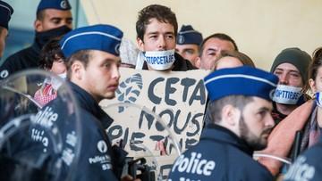 27-10-2016 17:16 Bruksela: protest przeciwko CETA przed siedzibą KE; doszło do przepychanek z policją