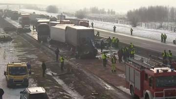 26-01-2017 17:45 Dwa karambole na A1. Zderzyło się ponad 70 samochodów; wielu rannych
