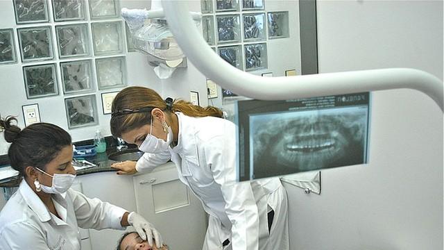 Rosja - dentystka usunęła pacjentce 22 zdrowe zęby
