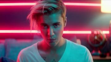 Próbował udusić matkę, bo pokłócili się o tekst piosenki Justina Biebera