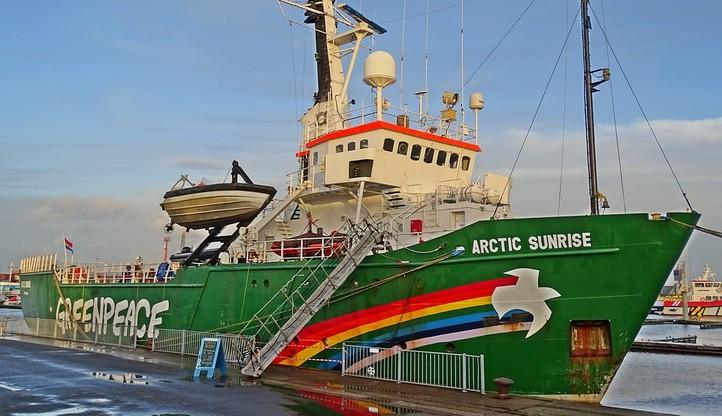 Norwedzy zatrzymali statek Greenpeace z 35 aktywistami. Protestowali przeciw zwiększeniu strefy wydobycia ropy na Morzu Barentsa