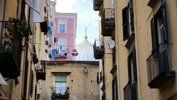 18-07-2016 06:20 Arcybiskup Neapolu odda mieszkania biednym rodzinom