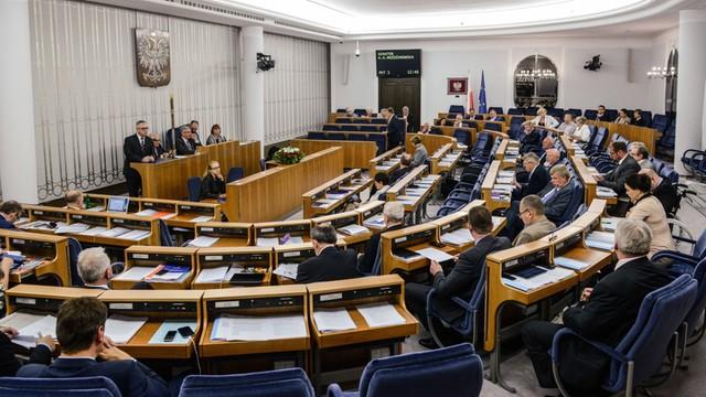 Senat przyjął nowelę ustawy o zakazie propagowania komunizmu