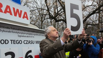 09-03-2017 16:25 Mija rok od protestu KOD. Prof. Rzepliński na uroczystości przed kancelarią premiera