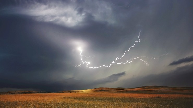 Nadchodzą gwałtowne burze z gradem. Ostrzeżenia dla części województw