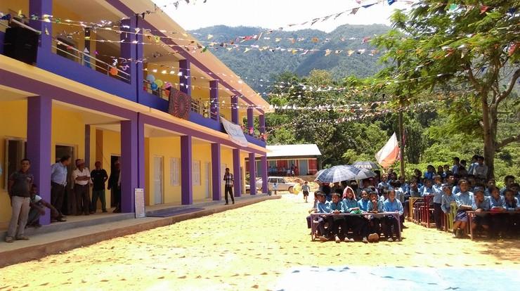 Polacy odbudowali w Nepalu szkołę zniszczoną wskutek trzęsienia ziemi. Teraz zdewastował ją wykonawca