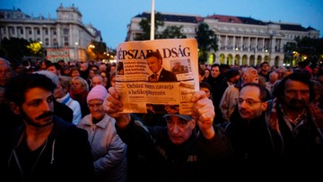 """08-10-2016 21:34 """"Tu zabito wolność słowa"""". Węgrzy protestują po zawieszeniu wydawania opozycyjnej gazety"""