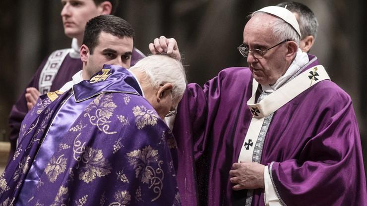 """Papież przewodniczył mszy św. Środy Popielcowej w Watykanie. Mówił o """"wyzwoleniu z egoizmu"""""""