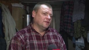 Dom na złomowisku. Szrot uratował mężczyznę przed bezdomnością