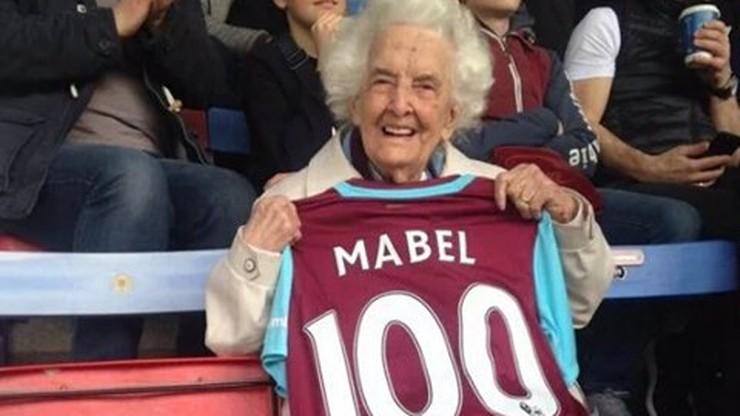 82 lata kibicuje swojej drużynie. West Ham uhonorował 100-letnią fankę