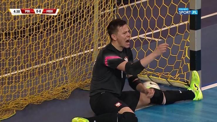 Bramkarz strzelił bramkarzowi! Polska traci kuriozalną bramkę z Mołdawią