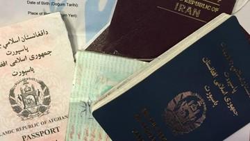 22-03-2016 19:00 Niszczą paszporty, aby ukryć tożsamość i kraj pochodzenia