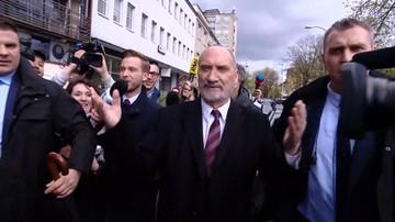 Macierewicz wyszedł z siedziby PiS.