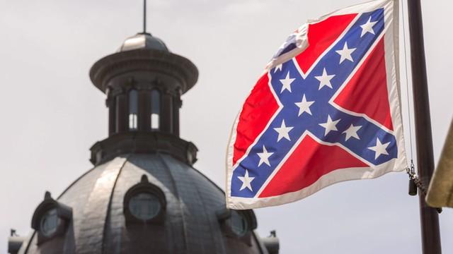 USA: Flaga Konfederacji zdjęta z masztu przed parlamentem Karoliny Płd.