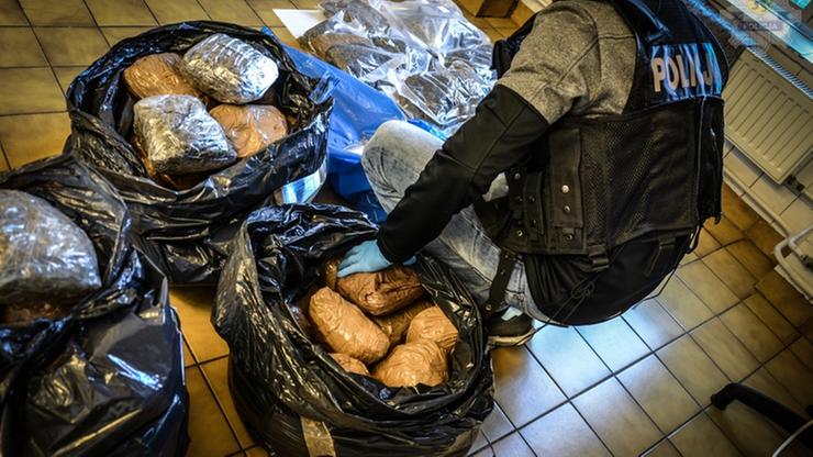 50 kg marihuany, 5 kg konopi indyjskich i tysiąc tabletek ekstazy. Zatrzymano 26-latka podejrzanego o przemyt narkotyków