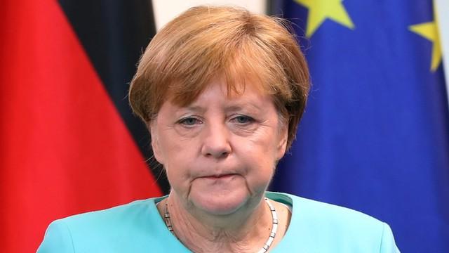 Niemcy: Merkel skróciła urlop w związku z falą ataków