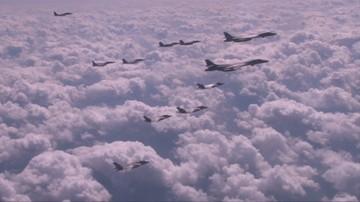 18-09-2017 09:22 Bombowce i myśliwce USA przeprowadziły manewry nad Półwyspem Koreańskim