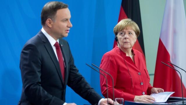 Merkel krytykuje próbę puczu w Turcji